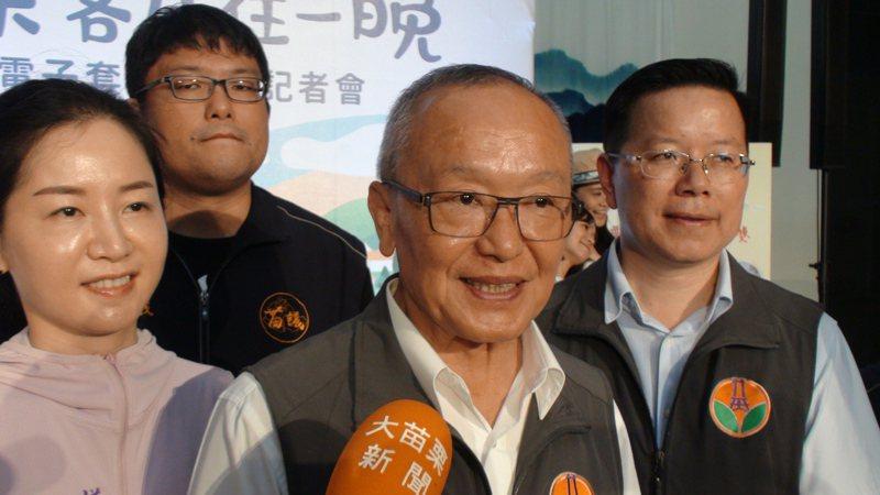 行政院長蘇貞昌今天宣布2年內國中小全面加裝冷氣,苗栗縣長徐耀昌樂觀其成,並認為越快越好。記者胡蓬生/攝影