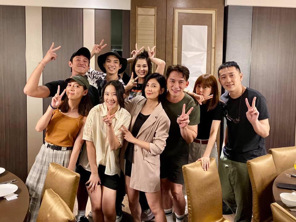 「我們與惡的距離」主要演員群全員到齊聚會。圖/摘自臉書