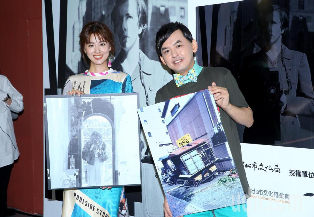 林予晞(左)與黃子佼(右)出席「V.M. 薇薇安・邁爾攝影展」記者會。記者余承翰