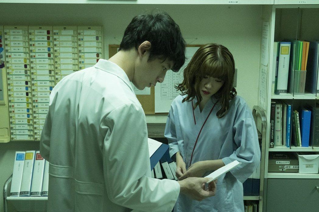 永野芽郁為新作「假面病棟」遭惡夢纏身。圖/CATCHPLAY提供