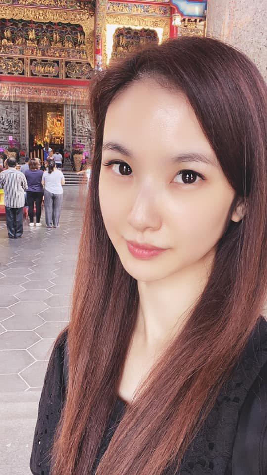 被撞的勞斯萊斯車主竟是三立台八一姊陳小菁的老公。圖/摘自臉書