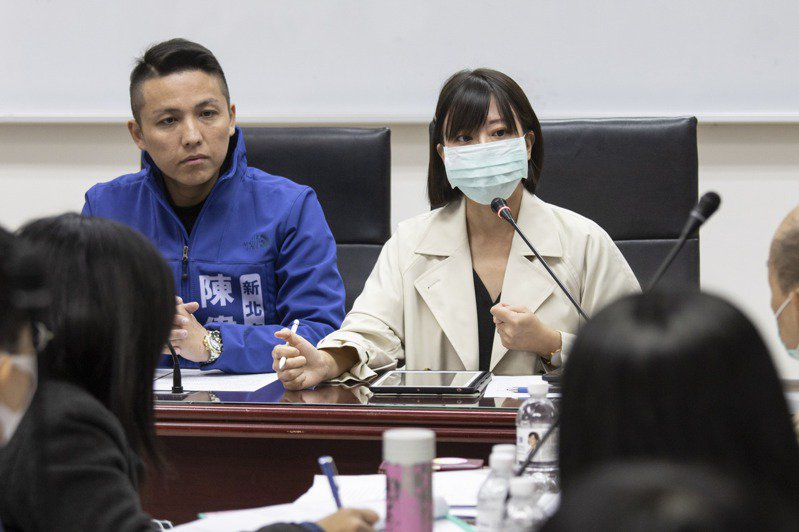 國民黨發言人、新北市議員江怡臻(右)。圖/本報資料照片