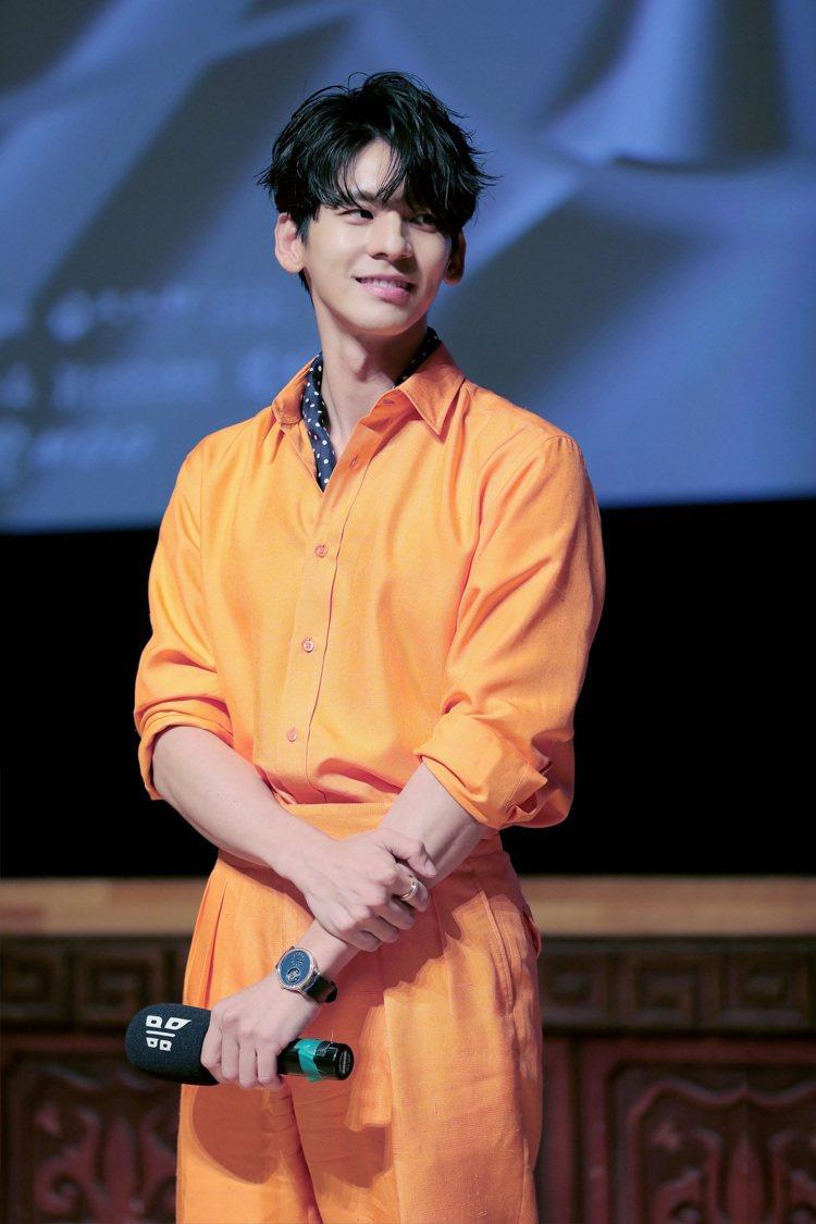 「怪胎」電影首映會上,一身亮橘色造型的林柏宏,散發瀟灑氣場。圖 / PIAGET...