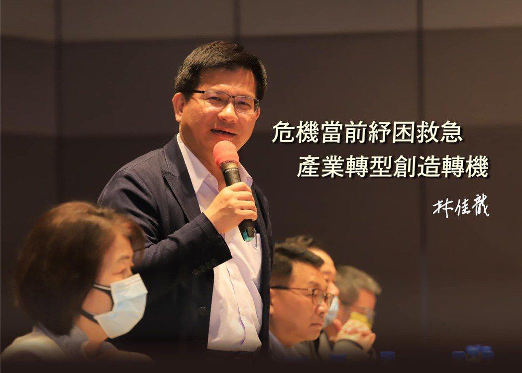 交通部長林佳龍今(7)日一句「沒有競爭力退場」說,引發不少業者不滿,也引發爭議,...