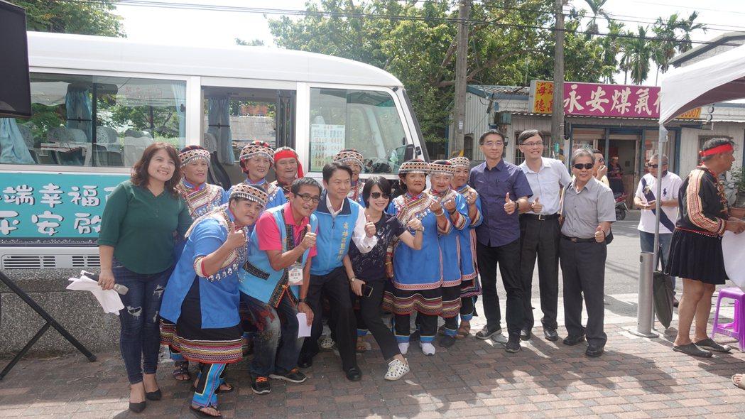 台東縣海端鄉幸福巴士昨天通車營運。記者羅紹平/攝影