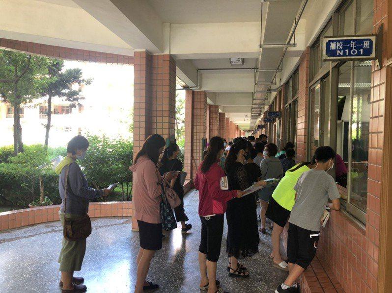 嘉義市公立國中新生登記人數創近年新高,民生國中超額77人。圖/民生國中提供
