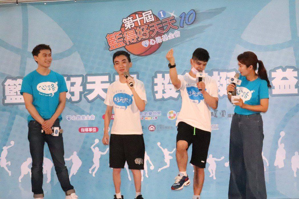 邱宇辰(毛弟)第三年擔任愛心大使陪伴身障者打籃球。記者胡瑞玲/攝影
