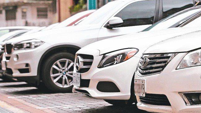 汽機車汰舊換新退稅優惠,新舊車車主必須登記為同一人、配偶或二親等以內親屬,才可適...