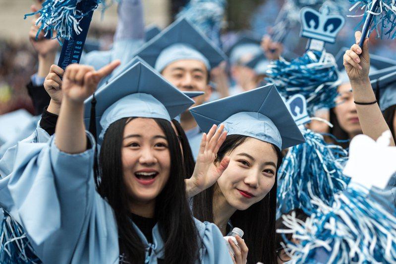 川普政府逐步收緊移民政策,繼減少工作簽證及停辦綠卡後,現在拿國際學生開刀。 新華社