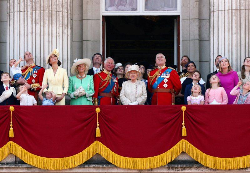 「英國太陽報」6日爆料,英國王室也難逃疫情影響,因旅遊收入減少,本月計畫裁員175至250名王室員工。圖/路透社