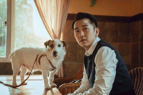 「家裡的事,寵物比你還清楚」。台灣首部以「寵物溝通師」為背景的戲劇「黑喵知情」,今天公開最新預告,動物演員演技可愛自然,讓飾演男主角的演員施名帥自嘲演技不如狗狗。「黑喵知情」由LINE TV及酷斯本...