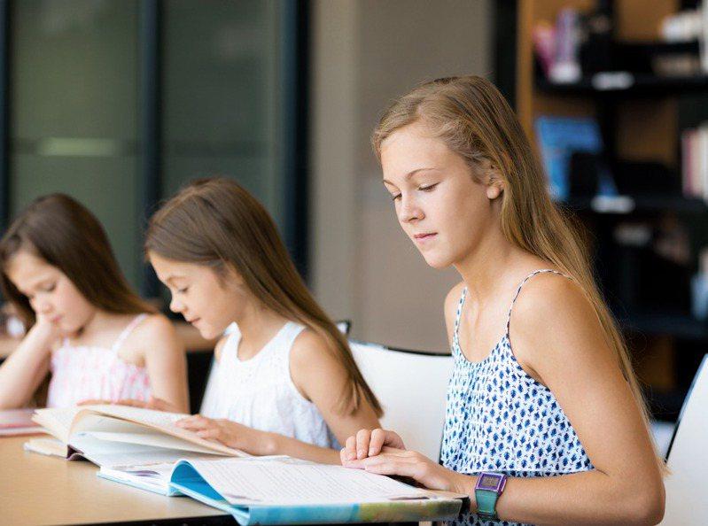 小朋友問她的數學家教「讀書有什麼用?」而網友們的回答超殘酷。(示意圖) 圖/INGIMAGE
