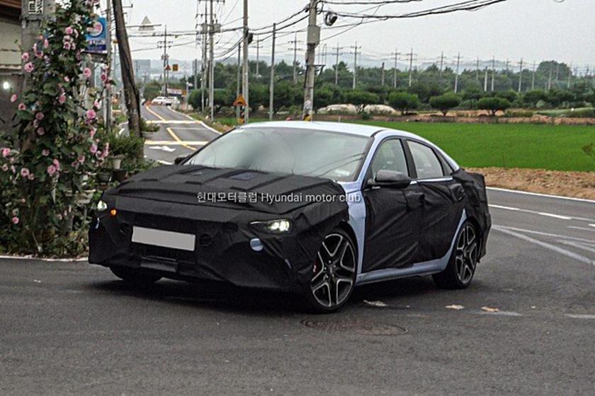 全新Hyundai Avante/Elantra N偽裝測試車首度現身。 摘自H...