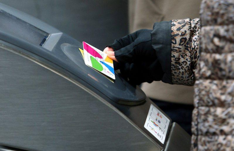 台北捷運1280月票幫許多通勤族省下不少交通費。 聯合報系資料照/記者邱德祥攝影