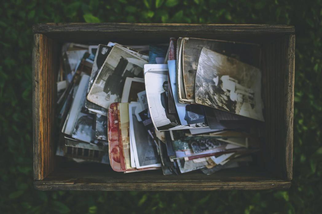 今天,人們的照片多存放在雲端、硬碟、應用程式或社群網站上,從來不會印出來。 圖/...