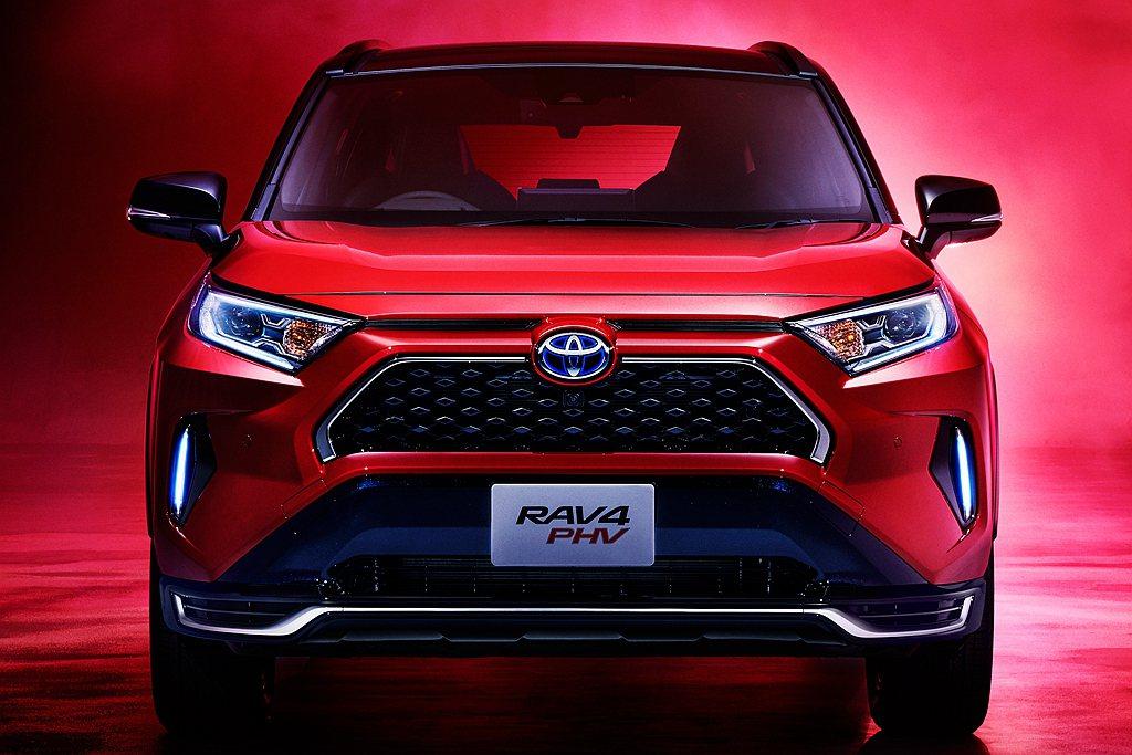 Toyota RAV4車系史上最強的RAV4 PHV,沒想到才開賣沒多久就宣布停...