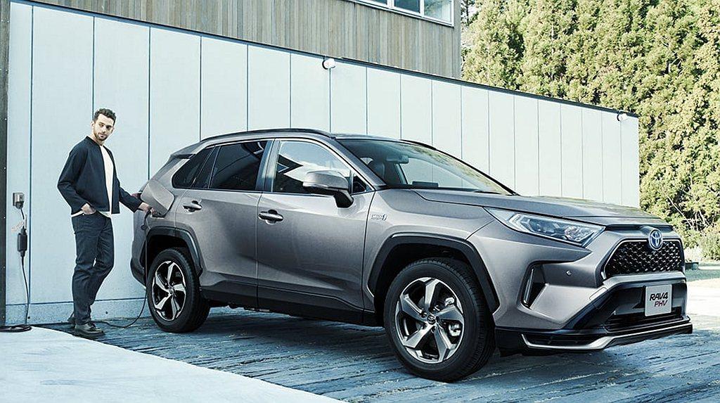 全新第五代Toyota RAV4受度追加插電式複合動力系統,並於今年6月初陸續在...