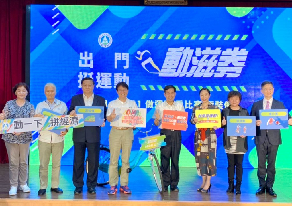 教育部長潘文忠(左五)、商研院副院長王建彬(左三),共同出席活動。商研院/提供。