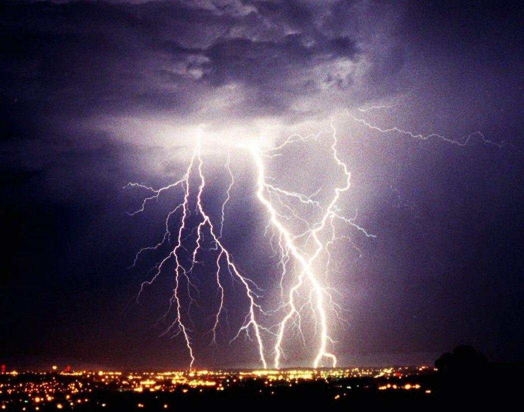 落雷示意圖。氣候變遷導致閃電頻繁的現象,不只在印度,包含美國等國家也有增加的趨勢...
