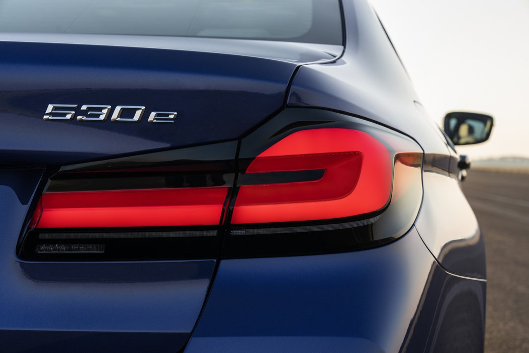 BMW在2020上半年銷量重跌了21.7%,不過電動車型卻逆勢成長。 摘自BMW