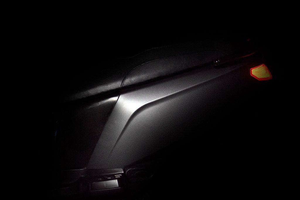 eReady車側以兩道俐落的線條在視覺上營造出「車身窄體化」的視覺效果,並採用了...