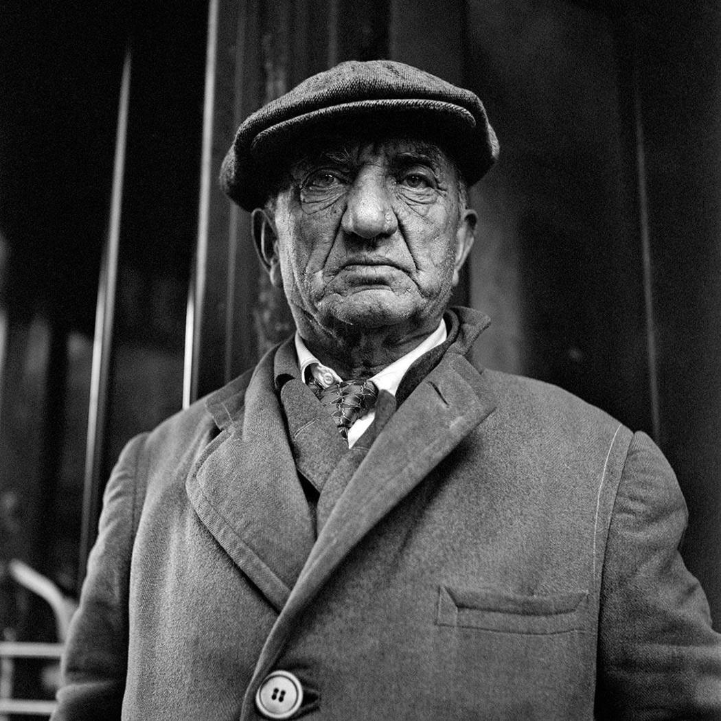 May 1953. New York, NY|此次展覽肖像分區中,可見多幅主角大...