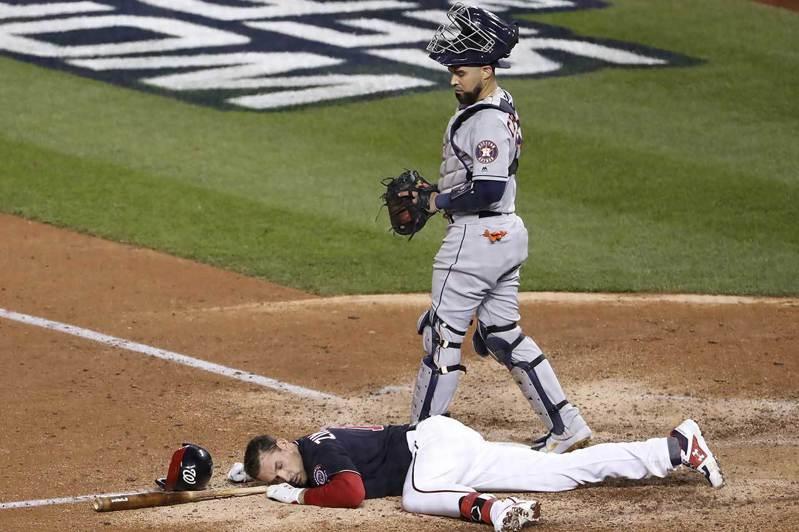 頭部傷害是棒球比賽中最讓人害怕的危機,不是被觸身球砸到,或是被強襲球擊中,還是跑壘時的碰撞,很可能都會導致嚴中的後遺症。 歐新社資料照片