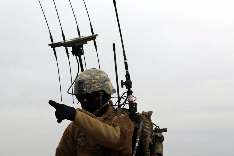 美軍正在進行輕量、可由單兵負載的電戰裝備測試。 圖/取自DVIDS網站