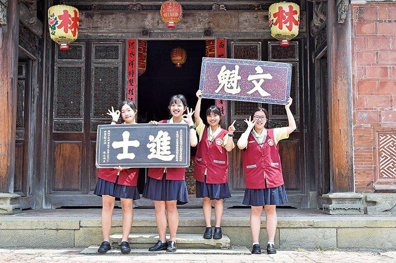 弘文高中在摘星山莊的導覽已邁入第3年 【圖‧陳俊宏】