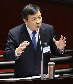 考試院副院長李逸洋(圖)批評,大法官蔡宗珍在考選部期間,曾讓考試院代表及幕僚參與...