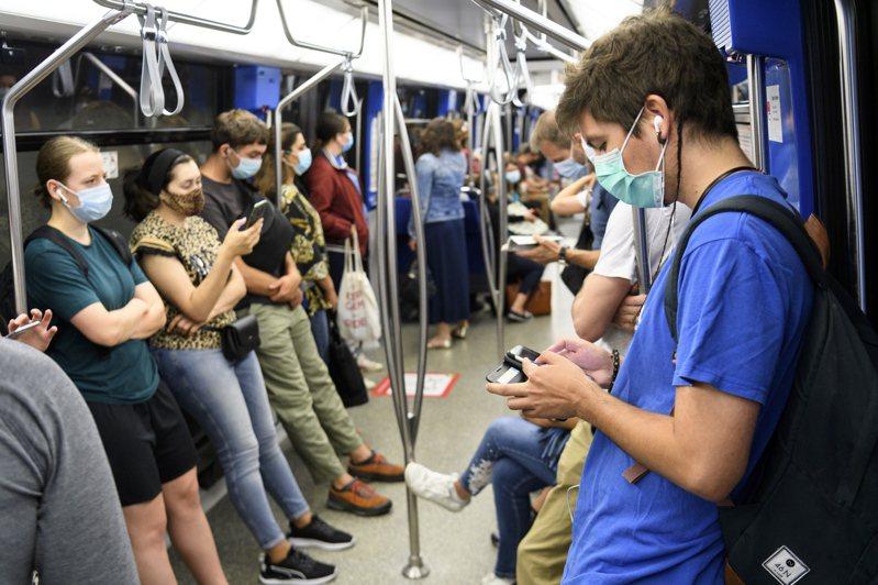 世界衛生組織表示,有證據顯示新冠病毒能夠透過空氣傳播。歐新社