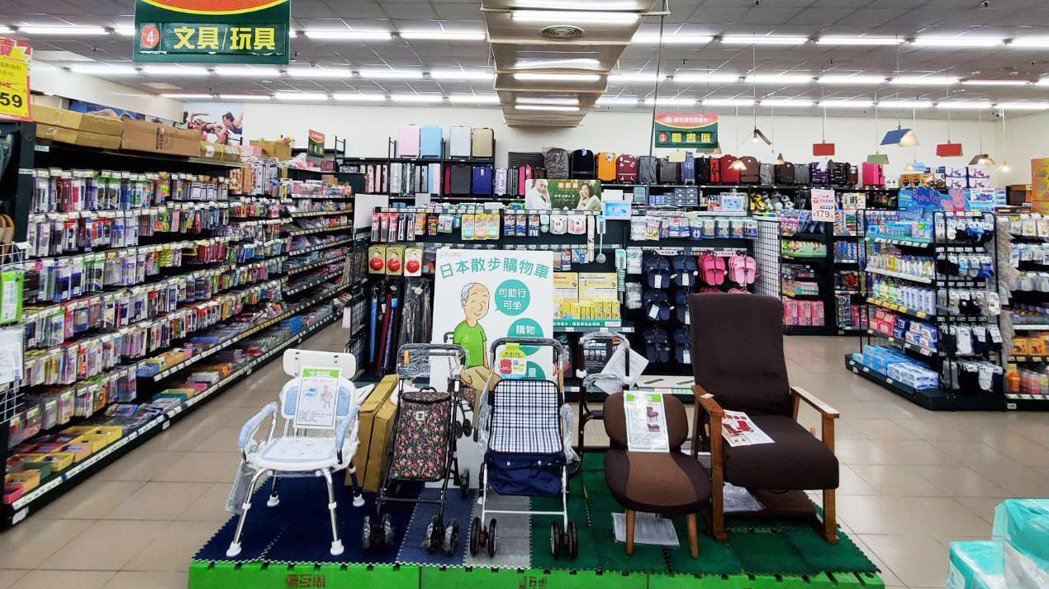 銀髮產業大餅愈來愈大,樂齡網今夏進駐宜蘭超市龍頭「喜互惠」,成為國內銀髮產業的新...