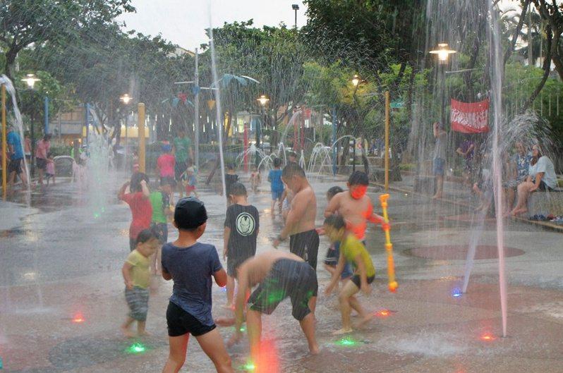 苗栗市「市民廣場」噴水設施將於7月10日起開放,也受到期待。圖/苗栗市公所提供