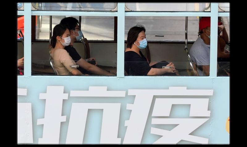 香港食物及衛生局長陳肇始7日表示,香港近日新增多例源頭不明的本地確診個案,對香港是個重要警號,呼籲香港市民不要放鬆防疫警惕。(香港中通社)