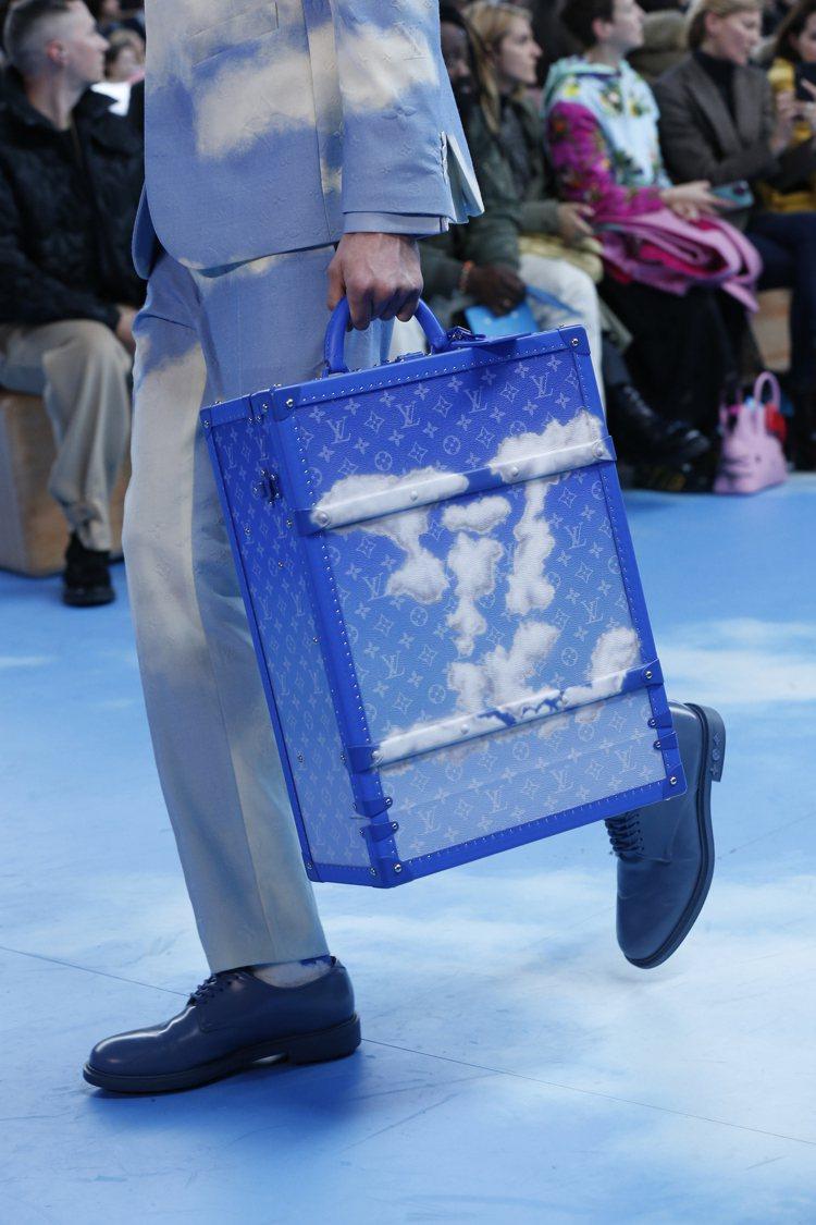 2020秋冬男裝首度登場的Monogram Cloud藍天白雲款後背包硬箱,10...