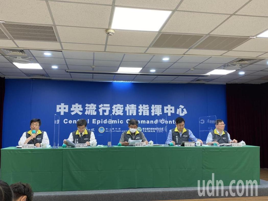 中央流行疫情指揮中心7月8日14:00記者會出席名單,由左到右中央流行疫情指揮中...