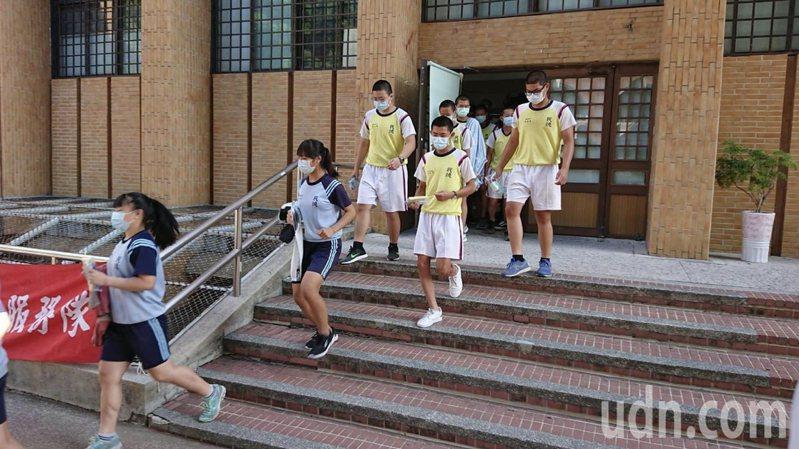 台南國中會考今天放榜。圖/本報資料照片