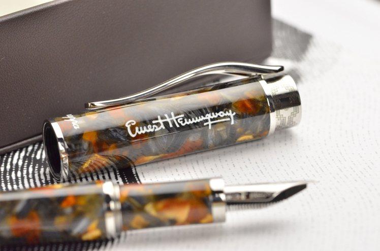 從海明威半自傳經典小說「戰地春夢」得到啟發的Novel系列Amber Grey鋼...