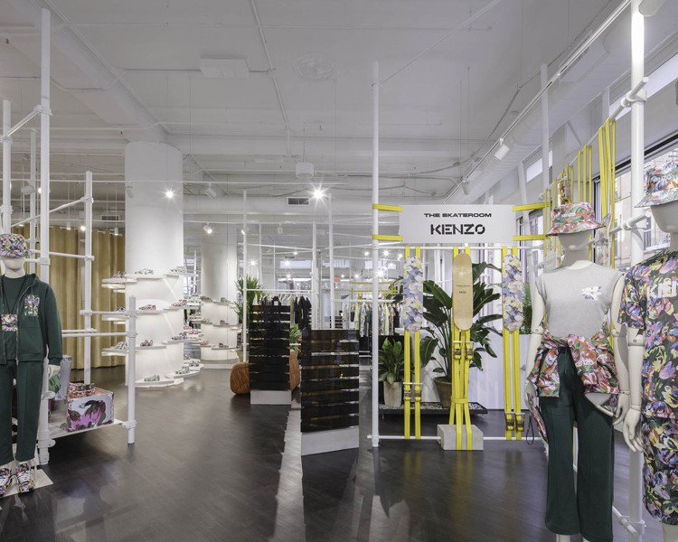 整間店由Felipe Oliveira Baptista操刀設計,利用大樓的鑄鐵...