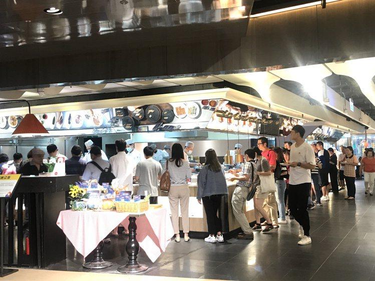京站時尚廣場7/15~8/9,首度推出Q卡友在館內主題餐廳單筆滿3,000元送6...