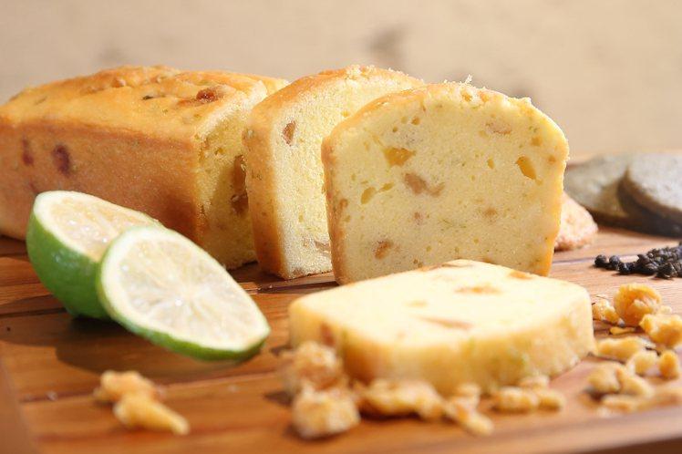 檸檬鳳梨磅蛋糕,內含有屏東檸檬、台南鳳梨乾與蘭姆酒等原料。記者陳睿中/攝影