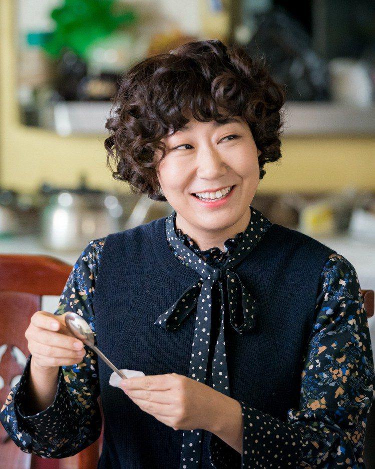 羅美蘭在「我們相遇的奇蹟」戲中飾演中餐廳老闆娘。圖/緯來戲劇台提供