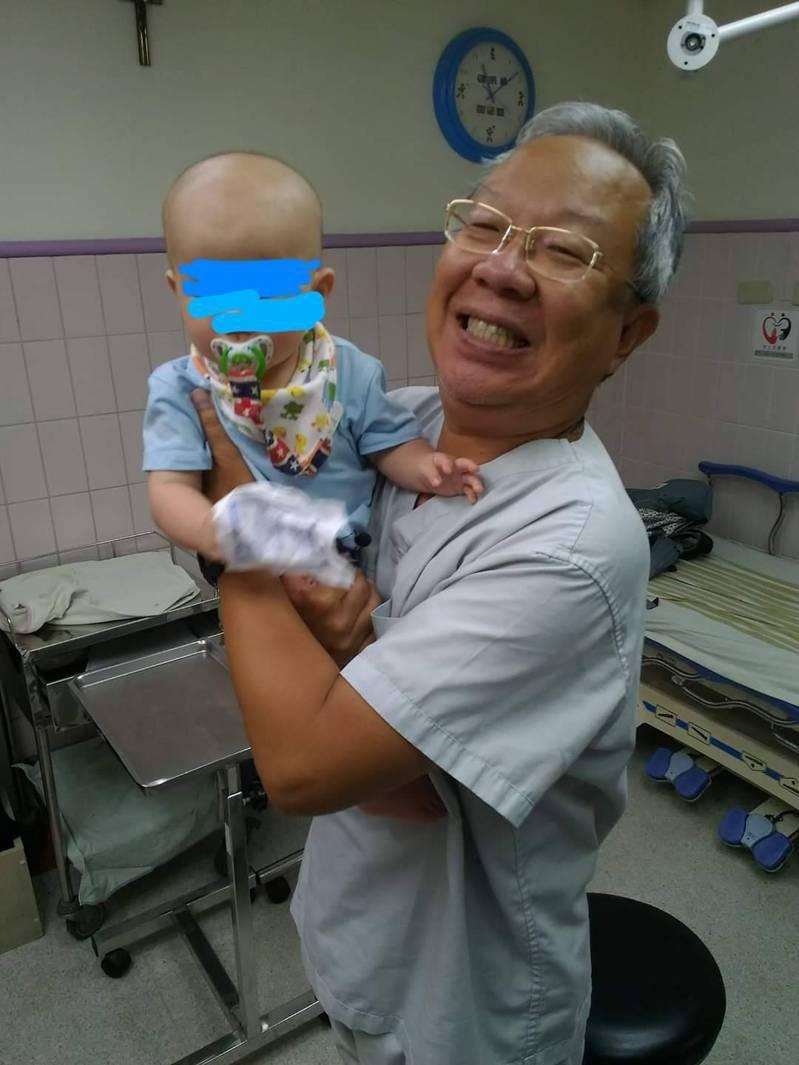 聖保祿醫院急診科醫師高榮良指出,曾有家長將防蚊噴霧噴在寶寶身上造成不適,提醒大家應噴在室內而非身上。圖/聖保祿醫院提供