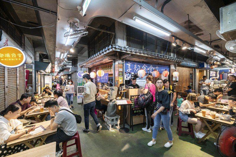 新竹市東門市場搶三倍券商機,30幾家攤商將推出優惠。圖/竹市府提供