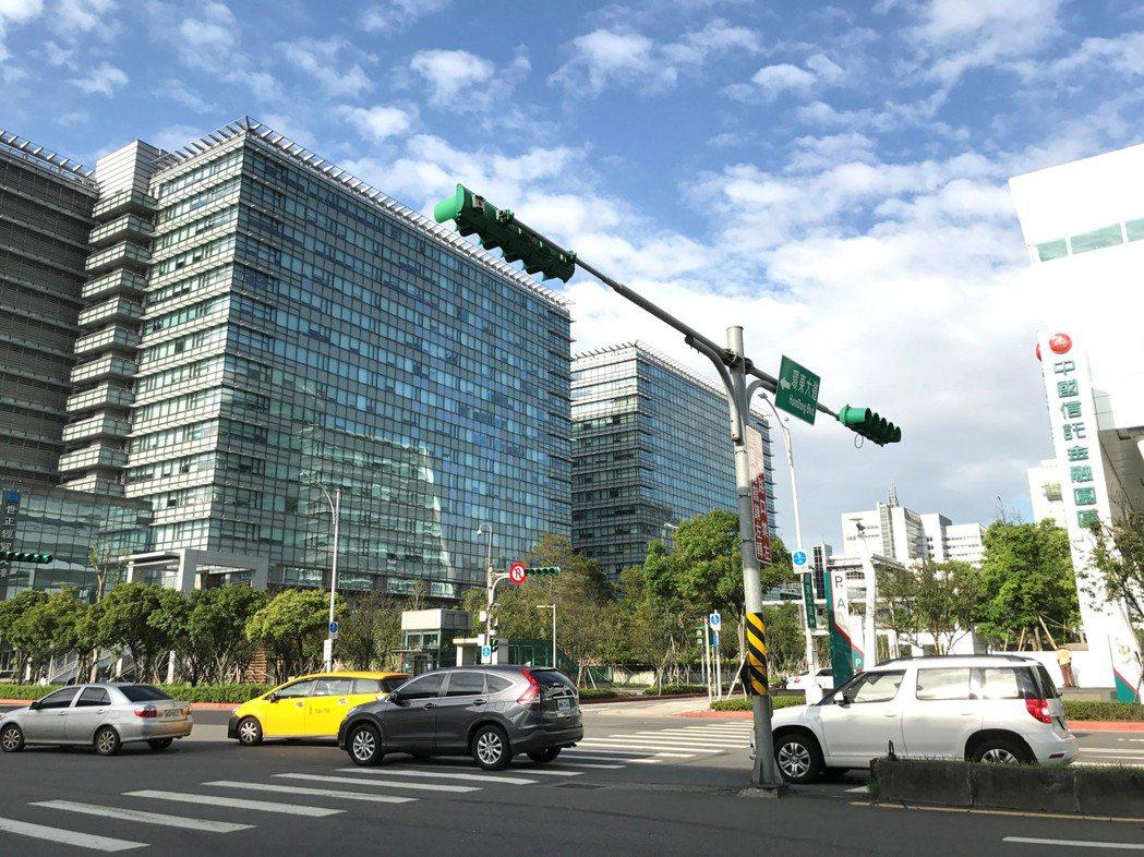 雙北四大科技企業總部聚落,吸引購屋族。圖為南港經貿園區。 記者游智文/攝影