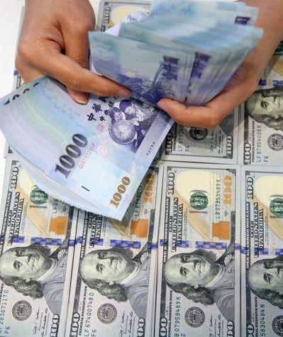 有些業者在大陸擁有不動產,用這些不動產在大陸向銀行抵押換成現金後,再透過管道匯回台灣買房。 圖/聯合報系資料照片