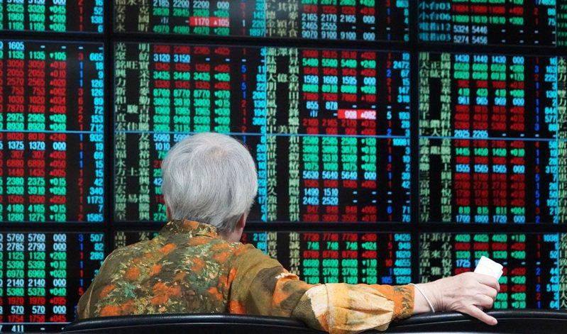 國泰世華銀行提醒,投資策略仍建議「股債平衡配置」,關注「高企業資本支出、高股息、高評級」三高標的,同時留意「疫情二次復燃、全球反中情緒升溫、美國總統大選」三項市場雜音。 聯合報系資料照/記者杜建重攝影