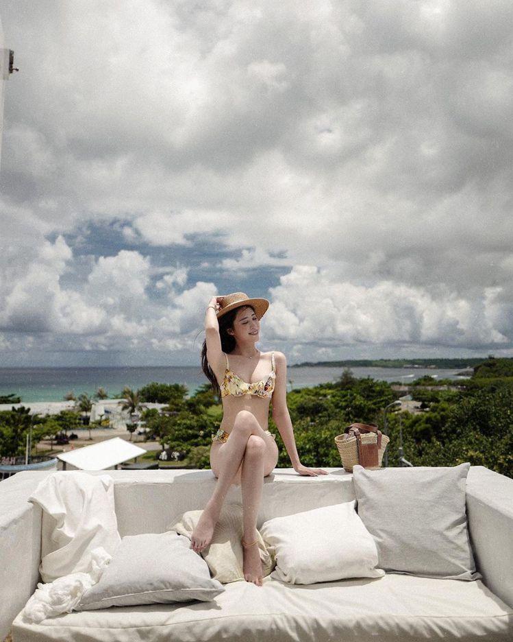 歐陽妮妮8日曝光比基尼辣照。圖/擷自instagram。
