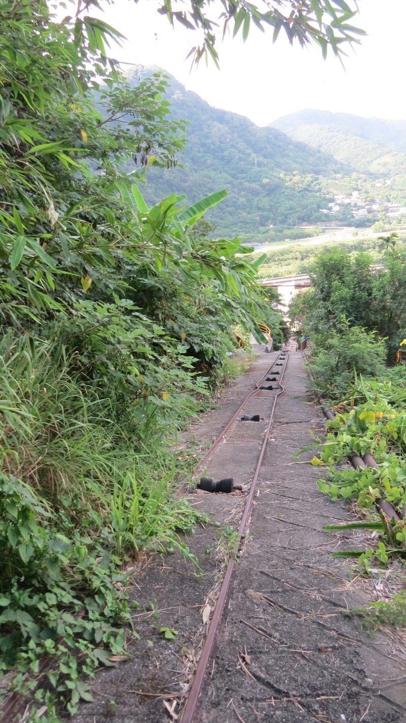 苗栗縣公館鄉出磺坑礦場地軌式纜車遺跡搶眼,也是著名地景。 圖/范榮達 攝影