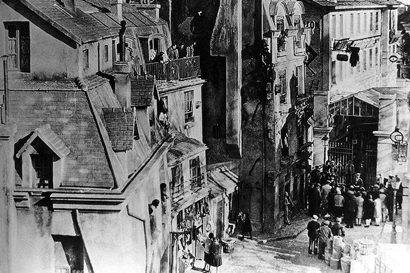 《巴黎屋簷下》劇照。 圖/IMDb